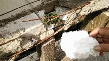 長春市内に架かる橋で、むき出しになった損失部分からは、発泡スチロールが(ネット写真)