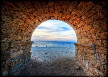 (Beach, past & present/Flickr)