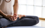 マインドフルネスは、禁煙に効果がある (Luna Vandoorne/Shutterstock)