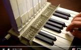 ベラルーシ共和国のAliaksei Zholnerさんが作った紙のパイプオルガン(スクリーンショット)