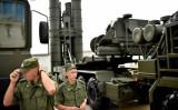 400km先の目標を迎撃できるS-400ミサイルは周辺諸国に対する大きな脅威だ(KIRILL KUDRYAVTSEV/AFP/Getty Images)