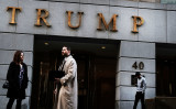 中国商標局ホームページによると、同局が2月末から、米大統領トランプ氏とファミリー企業が出願した、トランプの名前を冠した商標権27件をあいつぎ仮承認した。今後、90日間の異議申し立て期間を経て正式に登録される予定 (Spencer Platt/Getty Images)