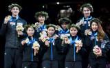 22日、国立代々木競技場で行われたフィギュアスケート世界国別対抗戦で、日本チームが3大会ぶり2度目の優勝を果たした(TORU YAMANAKA/AFP/Getty Images)