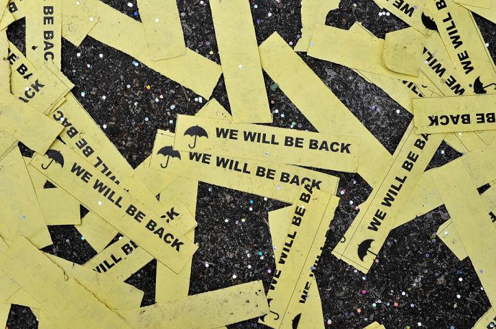 「私たちは戻ってくる」。2014年12月、香港民主化デモ「雨傘革命」で、参加者が作ったと思われる小さなフライヤーに記されたスローガン(Lucas Schifres/Getty Images)
