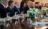 北朝鮮情勢をめぐって、米ホワイトハウスに上院議員が一同に会する。写真は24日、トランプ大統領が米安保会議で同問題について話し合う(Chip Somodevilla/Getty Images)