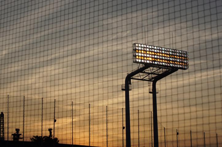 高校野球の春季東京都大会決勝が27日夜、神宮球場で行われ、早稲田実が優勝を決めた。神宮球場の照明(shiori.k)