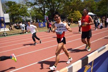 歩いてペースメイクをする、2017年ロンドン世界選手権50km競歩日本代表の小林快(ビックカメラ)(日本陸上競技連盟)