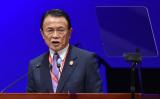 ADB年次総会の開会式で演説をする麻生副大臣(KAZUHIRO NOGI/AFP/Getty Images)