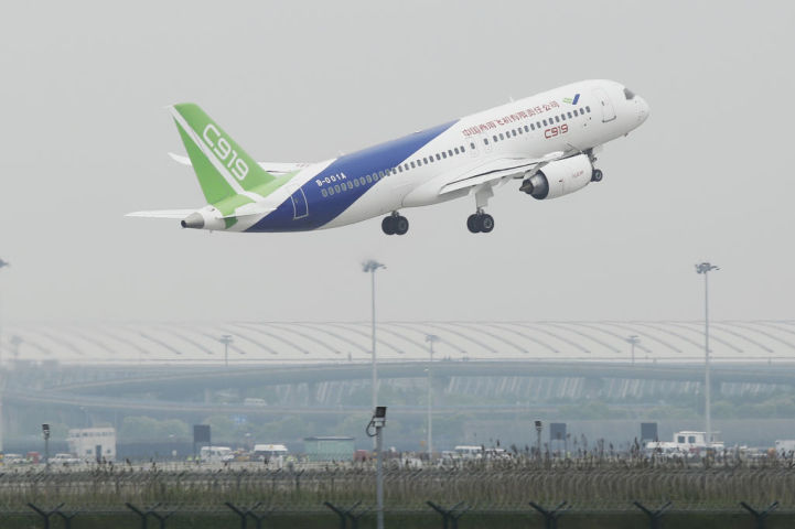 中国初となる国産大型ジェット旅客機C919(GREG BAKER/AFP/Getty Images)
