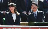 ご婚約が伝えられた秋篠宮夫妻の長女・眞子内親王。2015年、父親の秋篠宮文仁親王とテニスの楽天オープンを観戦(Atsushi Tomura/Getty Images)