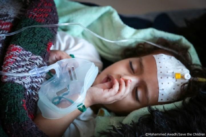 サミーラさん(3歳、仮名)。コレラに感染し、家族によりサヌアの産科病院に運ばれ、3日間治療を受けている。医師によると回復しているとのこと(公益社団法人セーブ・ザ・チルドレン・ジャパン)