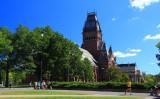 米ハーバード大、Facebookへ不適切投稿で合格者10人の入学許可取り消す。マサチューセッツ州ケンブリッジにあるハーバード大学キャンパス(Michael Hicks)