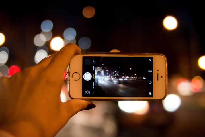 アップル社は最新のiPhoneに新機能「ドライブモード」を追加する。参考写真(Marco Verch)