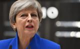 6月9日、ロンドン付近のメイデンヘッド(Maidenhead)選挙区で当選確定との結果を受けて演説を行うテリーザ・メイ首相(JUSTIN TALLIS/AFP/Getty Images)