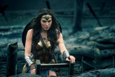 強さと美しさを兼ね備えた女性、ワンダー・ウーマンを演じるガル・ガドット(ワーナー・ブラザーズ)
