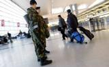 ニューヨークJFK国際空港で警備にあたる保安員(Spencer Platt/Getty Images)