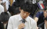 連勝記録は29でストップ、藤井聡太四段。写真は6月27日の対局時(STR/AFP/Getty Images)