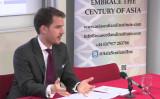 2014年12月、エディンバラ大学ビジネス・スクールで講演するバレンティン・シュミッド氏(Youtubeスクリーンショット)