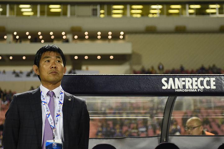退任を発表したサンフレッチェ広島監督・森保一氏。広島エディオンスタジアムで2014年4月撮影(Masashi Hara/Getty Images)