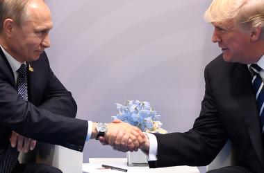 7月7日、露ウラジーミル・プーチン大統領と米ドナルド・トランプ大統領が初会談(SAUL LOEB/AFP/Getty Images)
