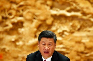 国営新華社通信は習近平中央軍事委員会主席に対して「党中央の核心、全党の核心、軍隊の最高統帥」などの称呼を並べた。中国メディアが同主席を「最高統帥」と呼んだのは初めて。写真は5月中旬、北京で開かれた経済サミット「一帯一路」で発言する中国の習近平国家主席(LINTAO ZHANG/AFP/Getty Images)