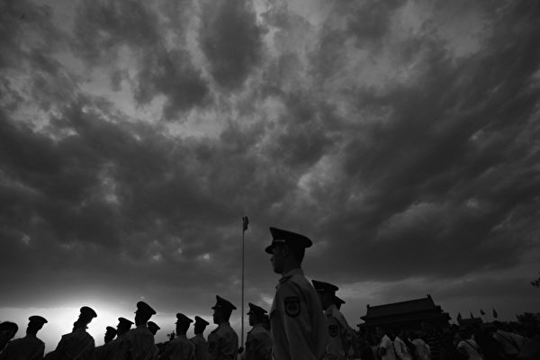 江沢民前主席の「執政十年、院政十年」の間、途方もない汚職が蔓延していた。この半年だけで閣僚級38人が処分された。(Feng Li/Getty Images)