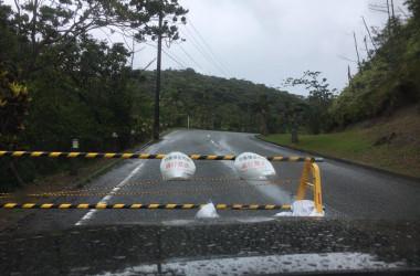 動きの遅い台風5号 九州の南でほぼ停滞。(アマミテレビfacebookより)