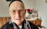 イスラエル北部ハイファ在住のイスラエル・クリスタルさん (Shula Kopershtouk/AFP/Getty Images)