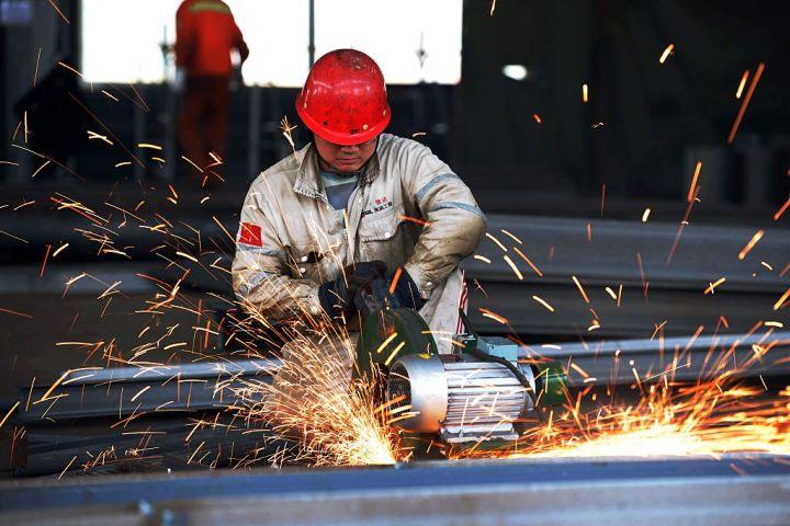 欧州委員会は9日、中国から輸入された耐食鋼に最大28.5%の関税を課すと発表した。(Photo by STR/AFP/Getty Images)