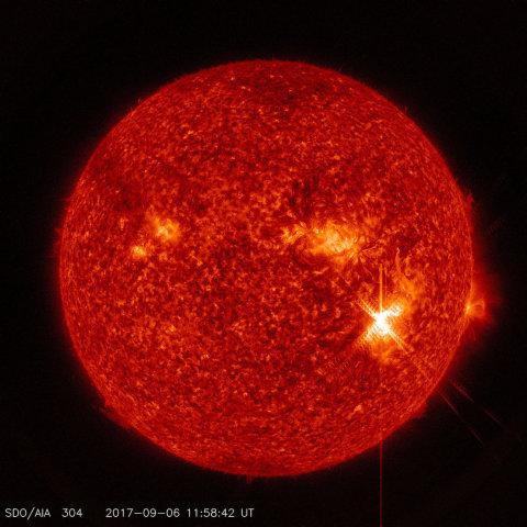 巨大な太陽フレアが発生し、大量の粒子が地球に到達。磁場の乱れが観測されている(NASA)