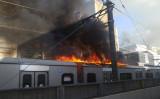9月10日午後16時過ぎ、小田急線沿線で火災が発生、車両の一部に延焼した(@YouStar_1983)