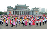 9月9日、平壌で、北朝鮮建国記念日の行事に参加する市民(KNS/AFP/Getty Images)