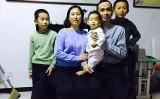 謝燕益弁護士(右から2番目)一家(ネット写真)