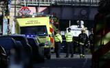 9月15日、複数の目撃者によると、英ロンドンの地下鉄車両内で爆発があり、複数が負傷した。警察はテロ事件として捜査している。写真は現場となったロンドン西部のパーソンズ・グリーン駅(2017年 ロイター/Luke MacGregor)