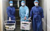 移植用臓器を運ぶ医師たち(大紀元資料)