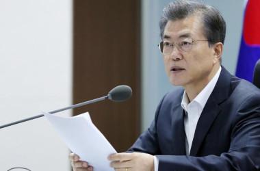 9月16日、北朝鮮の最高指導者、金正恩朝鮮労働党委員長(写真中央)は、軍事力で米国との均衡達成を目指していると表明した。提供写真(2017年 ロイター/KCNA via REUTERS)