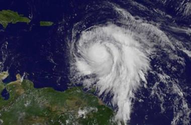 9月18日、大西洋上で発生した今年4番目の大型ハリケーン「マリア」が、勢力を強めながらカリブ海東部を進んでいる。静止気象衛星GOESから撮影された大西洋上のマリアの画像。NASA提供(2017年 ロイター)