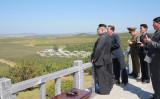 トランプ米大統領は21日、北朝鮮に対する制裁措置の強化を可能にする大統領令に署名し、制裁措置を通じて同国の核・ミサイル開発の資金源を絶つ考えを示した。提供写真(2017年 ロイター/KCNA via REUTERS)