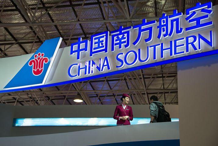 中国官製メディアはこのほど、中国南方航空は少なくとも昨年5月から現在まで500件以上の移植用生体臓器を空輸したと報道した。広東省で2014年開かれたエアショーで撮影(JOHANNES EISELE/AFP/Getty Images)