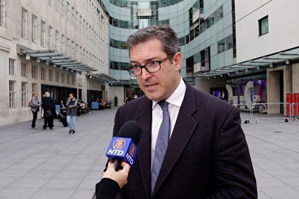 香港で入境拒否されたイギリスの人権活動家・ベネディクト・ロジャーズ氏。(大紀元)