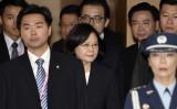 米国議会下院外交委員会は12日、米と台湾の政府高官の相互訪問を解禁する「台湾旅行法」の草案を可決した。(Photo credit should read SAM YEH/AFP/Getty Images)