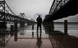 鴨綠江にまたがる大橋。中朝国境の街・丹東で2017年5月撮影(Kevin Frayer/Getty Images)