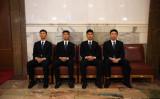 中国第19回党大会開会中、会場の外で警備に当たっている若者(GREG BAKER/AFP/Getty Images)