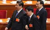 10月開催された党大会で最高指導部入りした王滬寧氏(写真の真ん中)(Feng Li/Getty Images)