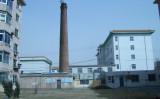 蘇家屯血栓病中西医結合医療センターのボイラー室の高い煙突、2006年撮影。2017年韓国のテレビ局が取材したが、すでに撤去されていた(明慧ネット)
