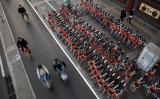 中国メディアはこのほど、自転車シェア大手のモバイクとofoが1020億円規模の保証金を不正に流用したと報じた。(Photo by Kevin Frayer/Getty Images)