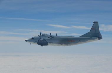 2017年11月、台湾国防部が撮影した台湾海峡を飛行中の中国軍機(台湾国防部)
