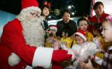 中国でクリスマスは定着しつつある。(China Photos/Getty Images)