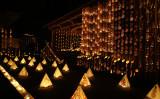東日本大震災をきっかけに、この黒丸の地から日本を応援したい、そしてこの黒丸地区を盛り上げようと始まった地域おこしのイベントで、今では清水寺の年越しイベントとして定着している(福岡県宮若市)
