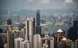 ブルームバーグによると、香港が昨年脱税などの防止制度「CRS」に加盟したため、投資先を香港からシンガポールに移す中国人富裕層が増えている。(PHILIPPE LOPEZ/AFP/Getty Images)